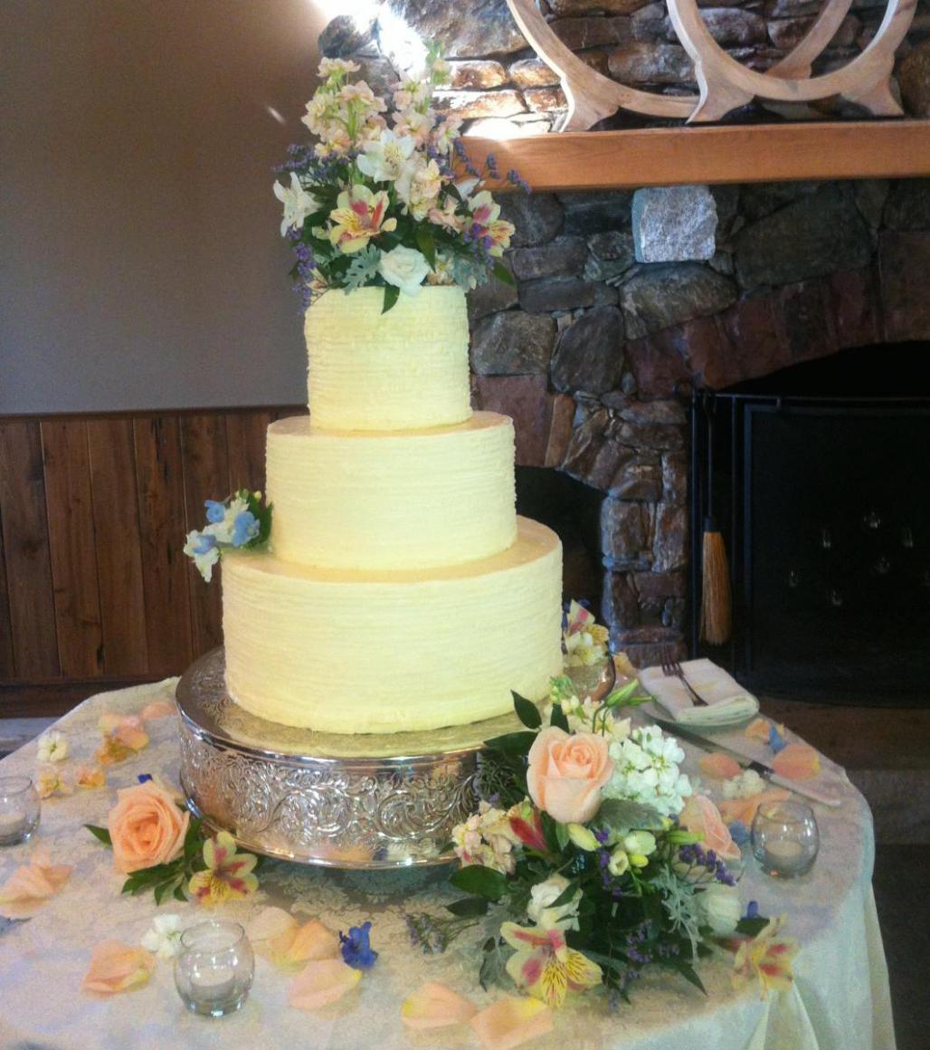 Wedding Cakes: Fresh Flowers | On the Rise Baking